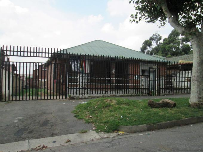 2 Bedroom House for Sale For Sale in Turffontein - Home Sell - MR122707