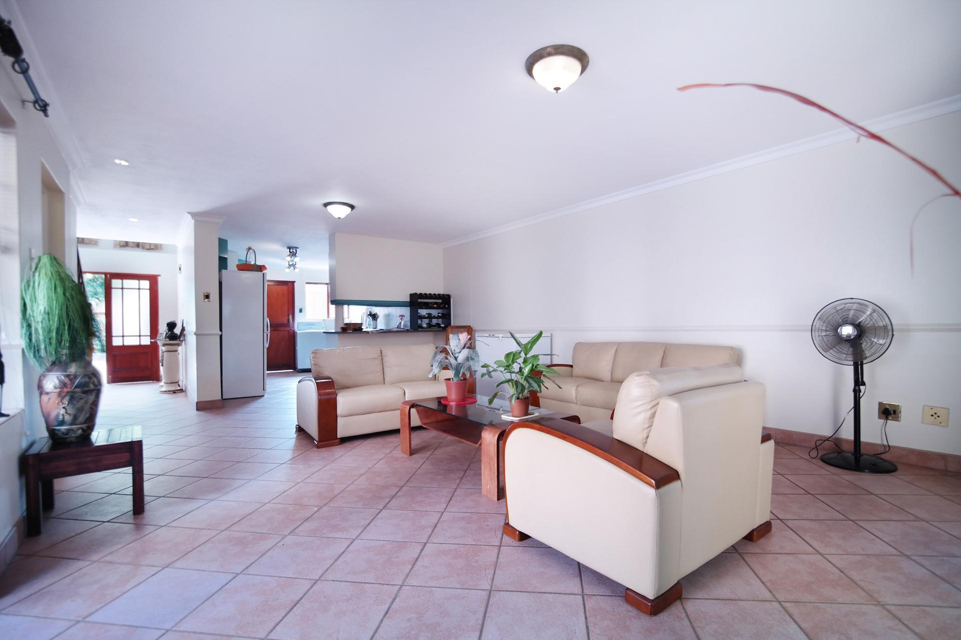 Dining Room - 37 square meters of property in Woodhill Golf Estate