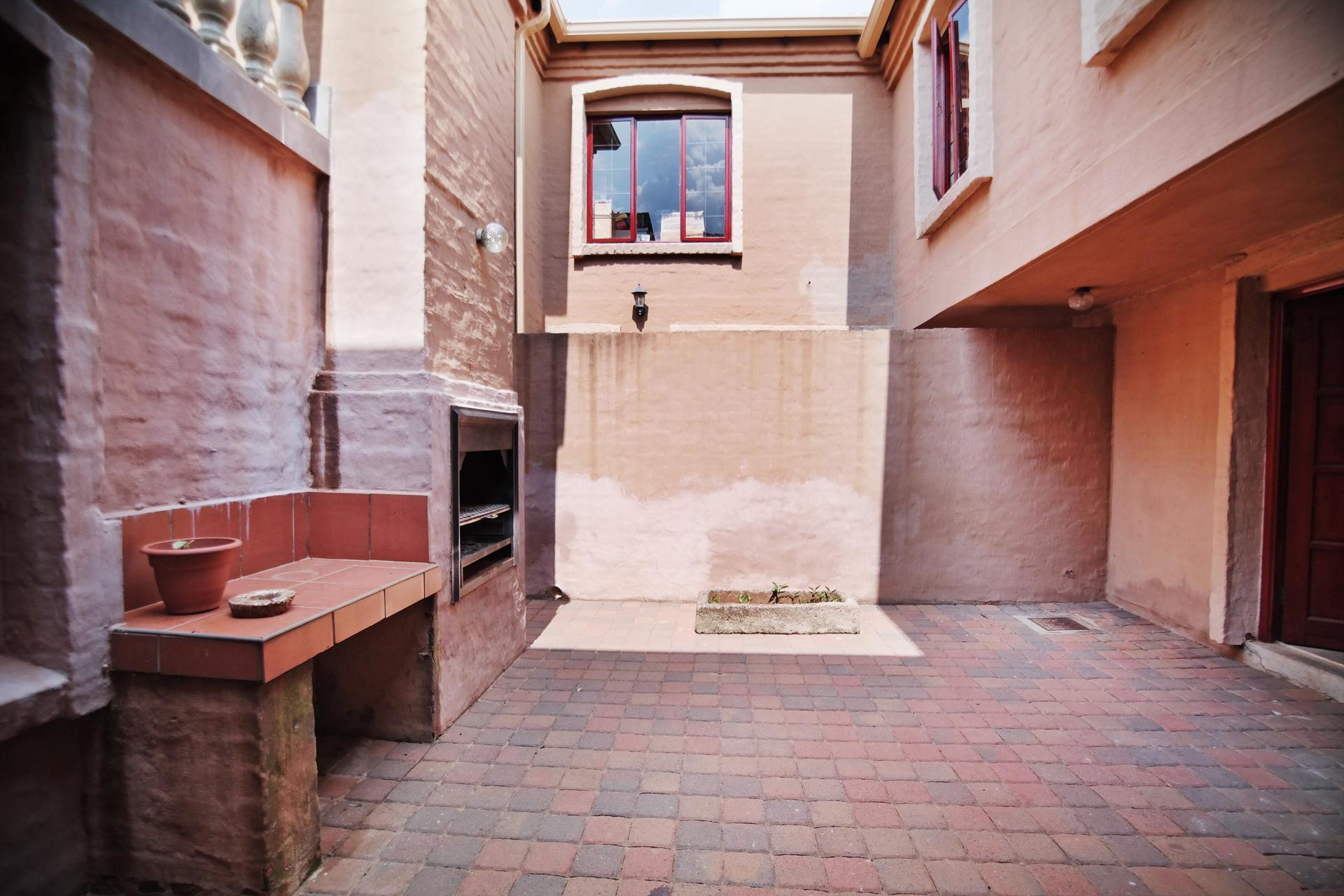 Patio - 29 square meters of property in Woodhill Golf Estate