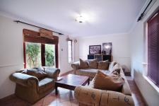 Lounges - 23 square meters of property in Woodhill Golf Estate