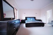 Main Bedroom - 29 square meters of property in Woodhill Golf Estate