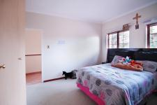 Bed Room 2 - 16 square meters of property in Woodhill Golf Estate