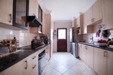 Kitchen - 22 square meters of property in Olympus