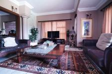 Lounges - 29 square meters of property in Woodhill Golf Estate