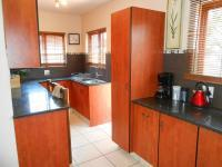 Kitchen - 16 square meters of property in Rooihuiskraal North