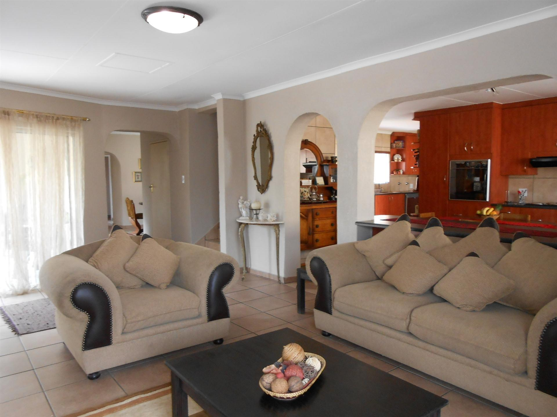 Lounges - 27 square meters of property in Bonaero Park