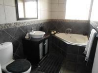 Bathroom 1 - 9 square meters of property in Bonaero Park