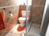 Bathroom 2 - 5 square meters of property in Bonaero Park