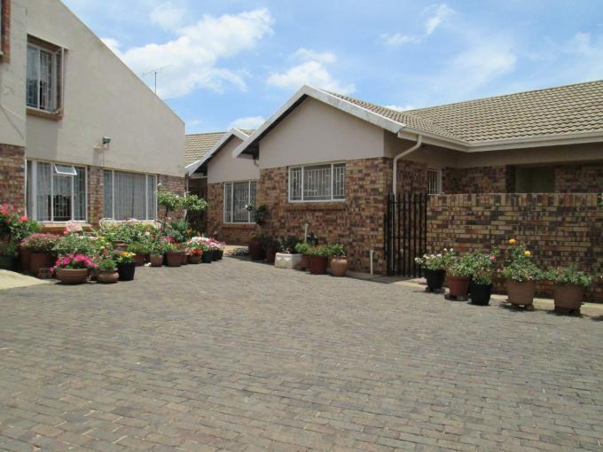 4 Bedroom House for Sale For Sale in Randfontein - Home Sell - MR122955