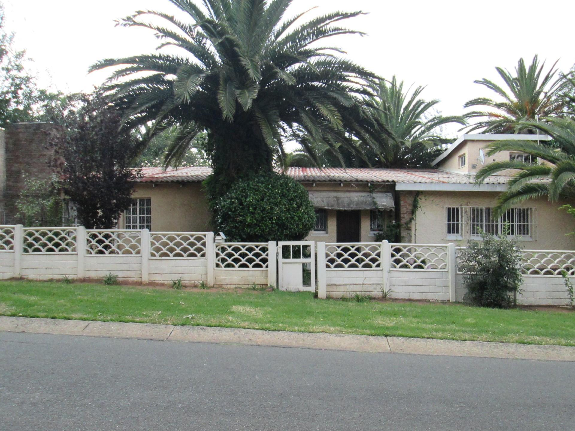 Front View of property in Kew