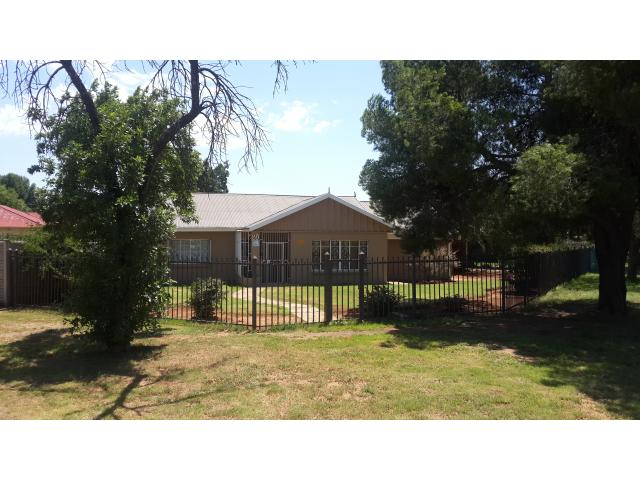 3 Bedroom House For Sale in Bloemfontein - Home Sell - MR123009