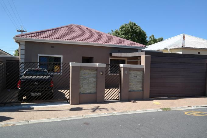 3 Bedroom House For Sale in Wynberg - CPT - Home Sell - MR123017