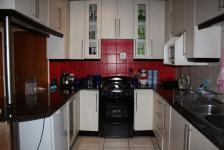 Kitchen - 7 square meters of property in Vaalmarina