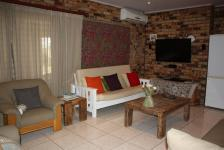 Lounges - 19 square meters of property in Vaalmarina