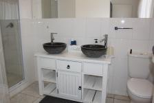 Main Bathroom - 5 square meters of property in Vaalmarina