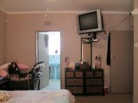 Main Bedroom - 22 square meters of property in Greenhills