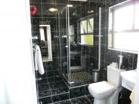 Main Bathroom - 5 square meters of property in Paradise Valley