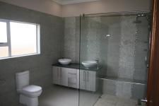 Main Bathroom - 13 square meters of property in Midlands Estate