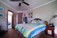 Main Bedroom - 37 square meters of property in Woodhill Golf Estate
