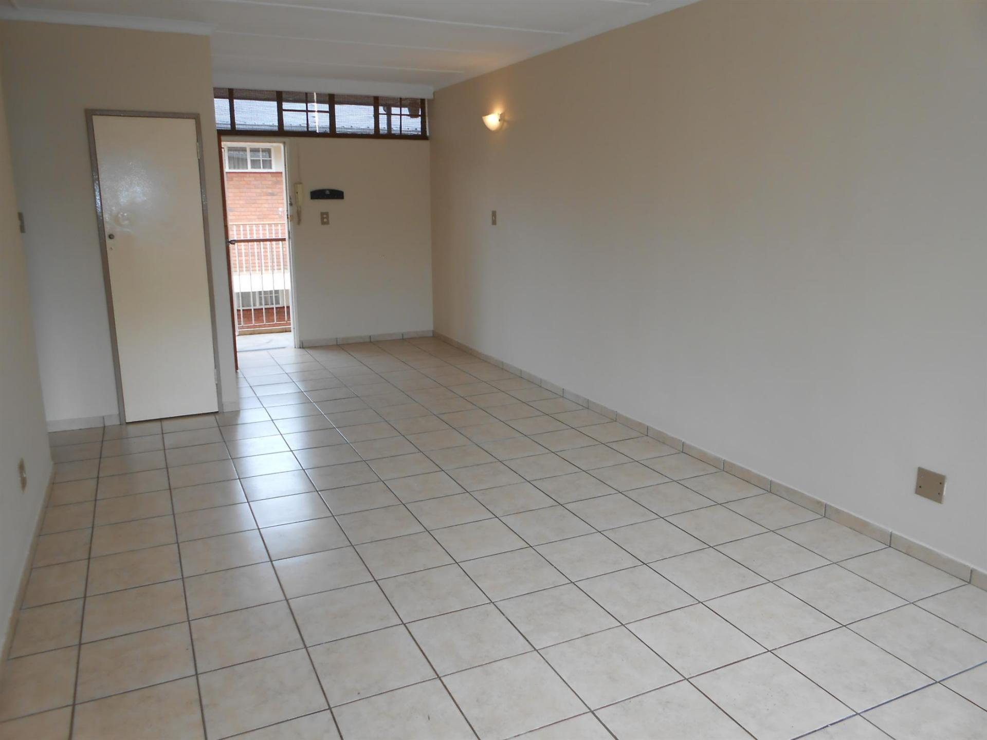 Lounges - 27 square meters of property in Marlands