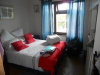 Bed Room 2 - 15 square meters of property in Port Edward