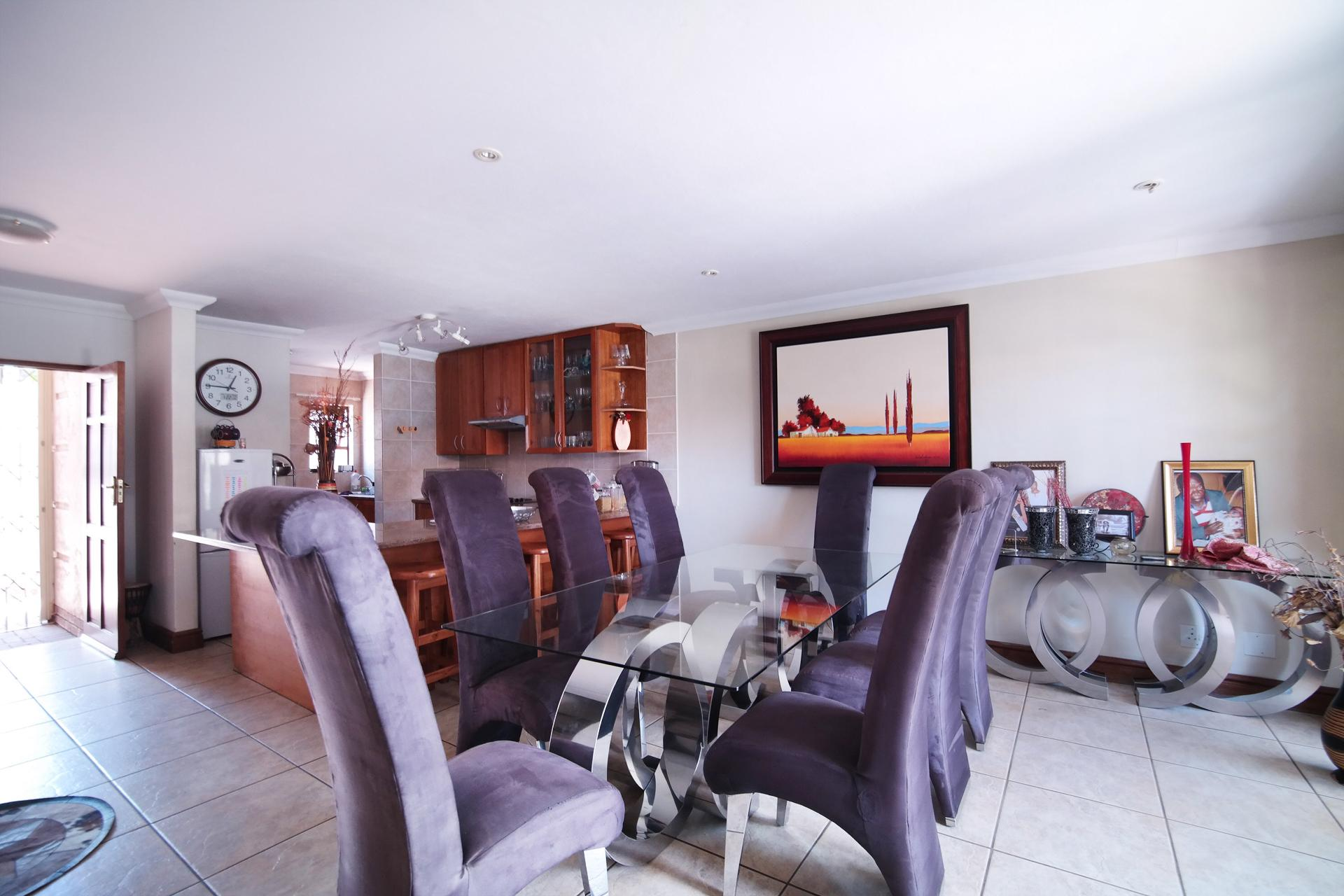 Dining Room - 16 square meters of property in Six Fountains Estate