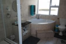 Bathroom 1 - 9 square meters of property in Parklands