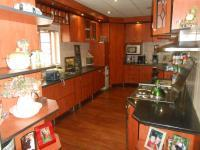 Kitchen - 30 square meters of property in Sinoville
