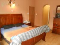 Main Bedroom - 25 square meters of property in Sinoville