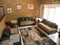 Lounges - 19 square meters of property in Kingsburgh