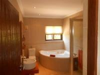 Bathroom 3+ - 34 square meters of property in Hartbeespoort