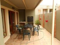 Patio - 14 square meters of property in Olympus