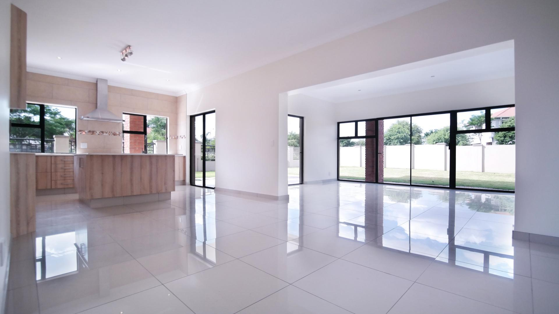 Dining Room - 26 square meters of property in Willow Acres Estate