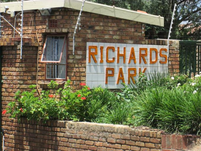 Standard Bank EasySell 2 Bedroom Apartment for Sale For Sale in Buccleuch - MR123679