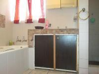 Bathroom 1 - 7 square meters of property in Silverfields