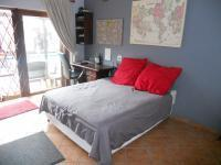 Bed Room 1 - 17 square meters of property in Athlone Park