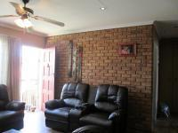 Lounges - 16 square meters of property in Rangeview
