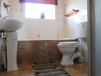 Main Bathroom - 5 square meters of property in Rangeview