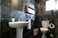 Bathroom 1 - 2 square meters of property in Woodlands Lifestyle Estate