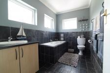Bathroom 2 - 3 square meters of property in Woodlands Lifestyle Estate