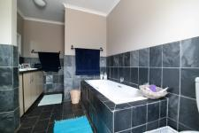 Main Bathroom - 28 square meters of property in Woodlands Lifestyle Estate