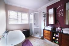 Main Bathroom - 10 square meters of property in Silver Lakes Estate
