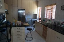 Kitchen - 24 square meters of property in Constantia CPT