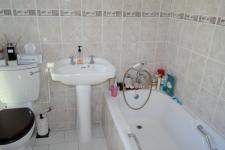 Main Bathroom - 3 square meters of property in Constantia CPT