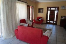 Lounges - 19 square meters of property in Bothasig