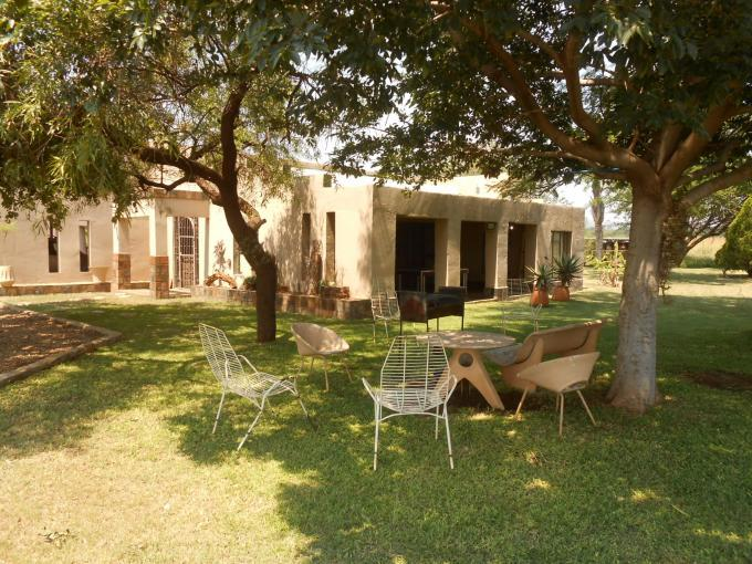 Smallholding For Sale in Hartbeespoort - Home Sell - MR124009