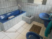 Bathroom 1 - 7 square meters of property in Hurlyvale