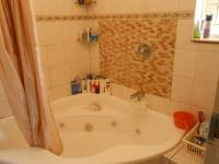 Main Bathroom - 3 square meters of property in Kwaggasrand