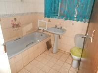 Bathroom 1 - 4 square meters of property in Dorandia