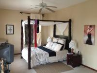 Main Bedroom - 29 square meters of property in Mossel Bay
